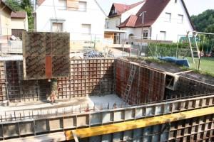 24.07.2013 Die zweite Schalung, damit der Beton nicht abhaut