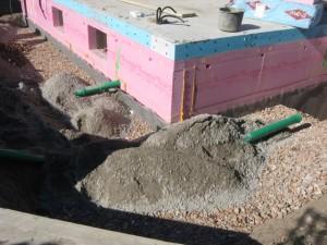 05.09.2013 Die Entwässerung der Garage wird vorbereitet