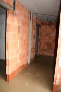 09.09.2013 Die gemauerten Kellerwände sind fertig