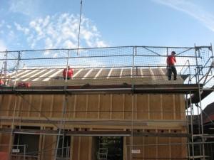 22.10.2013 Auf dem Dach geht der Aufbau weiter