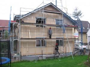 22.11.2013 Der Rahmen für die Fassadenverschalung ist fast fertig