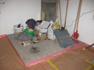 03.12.2013 Das Heizungspodest ist fertig und dient nun als Materiallager