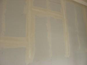 17.01.2014 Die ersten Wände sind gespachtelt