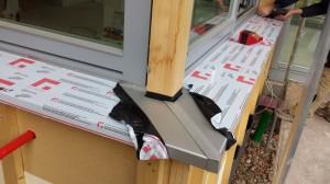 06.02.2014 Die äußeren Fensterbretter wurden angebracht
