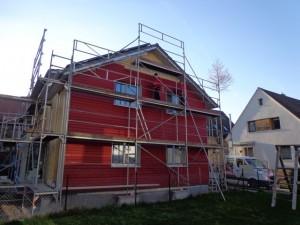 24.02.2014 Eine Fassadenseite ist fast fertig