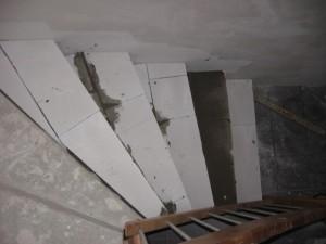 28.02.2014 Die Kellertreppe bekommt die richtige Höhe für den Fliesenbelag