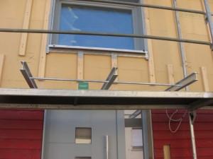 05.03.2014 Der Haupteingang bekommt ein Vordach