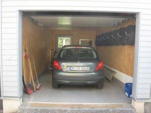 21.07.2014 Durch eine kleine Rampe kann jetzt in der Garage geparkt werden