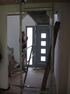 12.08.2014 Im Treppenhaus wird eine zweite Ebene installiert