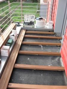 25.10.2014 Die Unterkonstruktion für den Bodenbelag des Balkons